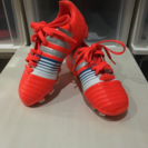 adidas サッカースニーカー