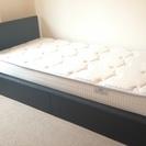 収納つきシングルベッド