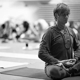 【禅ヨガ】 禅の逆輸入!Odaka Yoga®のロベルト先生、フラ...