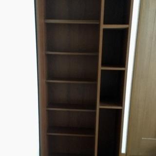 多収納の本棚です