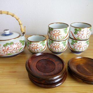 急須と湯のみのセット!花梨材の茶托もつけます。