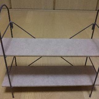 折り畳み式の小さな棚