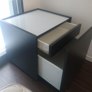 IKEA廃盤レア 美品ベッドサイドテーブル 引き出しが見えないスッ...