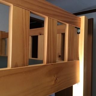 ハイベッド(2段ベッドの下の段が勉強机になっているもの)を差し上げます。