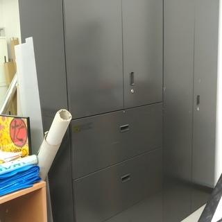 【中古】オフィス用棚 ウチダ 3段ラテラル書庫 鍵付き