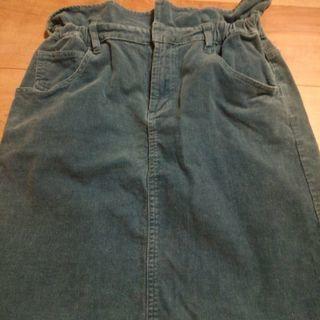 ブルー系のスカート