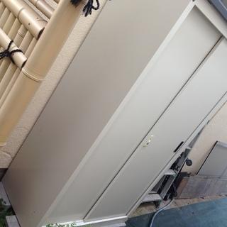 スチール製の縦型大型物置★屋外収納に