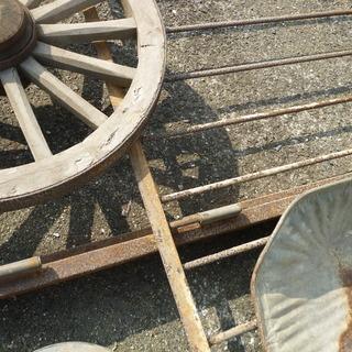 無料 「ジャンクガーデン」にピッタリ、古い鉄のフェンス