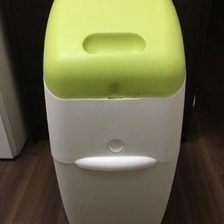 アップリカ   オムツ用ゴミ箱