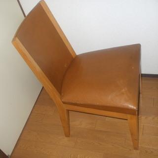 インターデコール(現カッシーナ)の椅子、ぼろいですが、希少価値