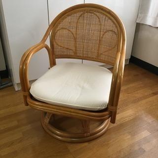 藤の低い椅子あげます