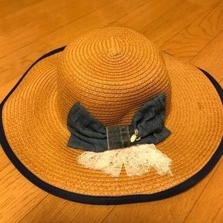 ハンドメイドのリボン付麦わら帽子