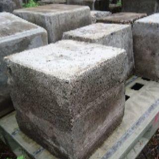 コンクリートブロック、自然石