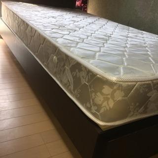 シングルベッド、マットレス付き