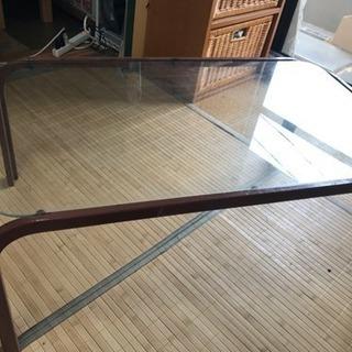 《ガラステーブル》差し上げます。