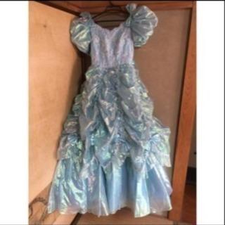 オーロラブルーのドレス