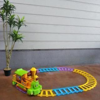 電動シュッポ☆室内で遊園地の乗り物に乗れます!