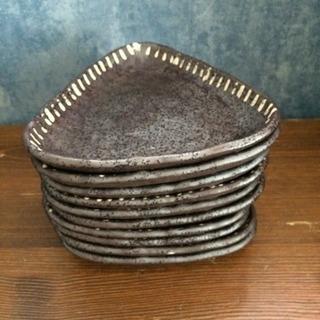 三角陶器皿10枚、調味料用ケースセット