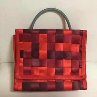 セレクトショップで購入した赤い布製バック