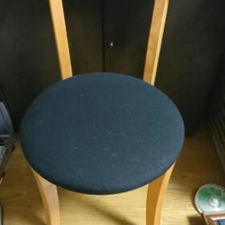 木製椅子2脚(25日まで)
