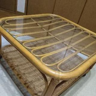 キャスター付き藤のガラステーブル