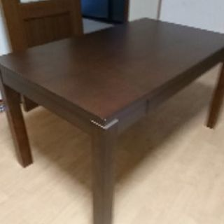 まだまだ使えるテーブル