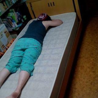 木製のベッド