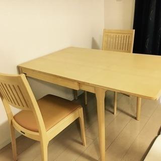 【美品】折りたたみできるダイニングテーブル椅子2脚付き