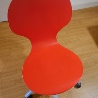 キャスター付き 椅子。