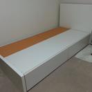 白のシングルベッドあげます。(引き出し収納つき)