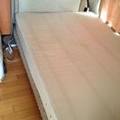 アジアン  セミダブルベッドとダブルサイズのマットレス