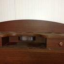 ベット下に浅引き出し、頭もとには電気、収納BOXが二つあります。