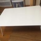 白いテーブルです。