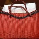 クラフトバンドの真っ赤な手提げバッグです。