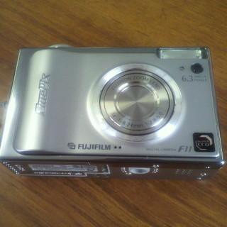 FUJIFILM デジカメ F11