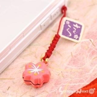 春風の音色、、、ちっちゃくて可愛いさくらの鈴根付(濃いピンク)