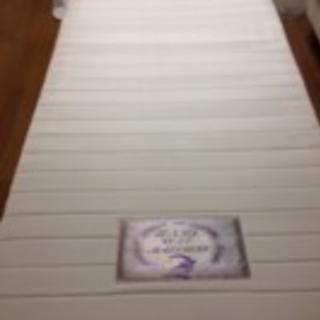 シングルベッド2つ(並べてダブルベッドとして使用できます)