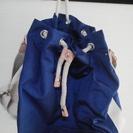 青い手提げ鞄