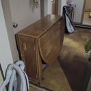 コンパクトに折りたためるダイニングテーブル&椅子