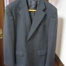 濃グレー上下スーツ 着用物