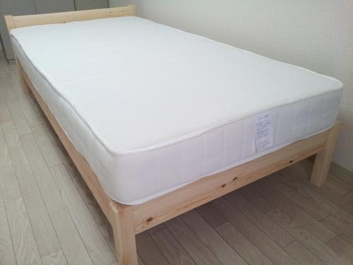 無印良品のパイン材ベッドとスプリングマットレスのセット! - 神戸市