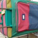 空港の荷物受け取りで目立ちます 大きい旅行用鞄