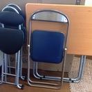【お譲り先決定】折りたたみのテーブルと椅子3脚です