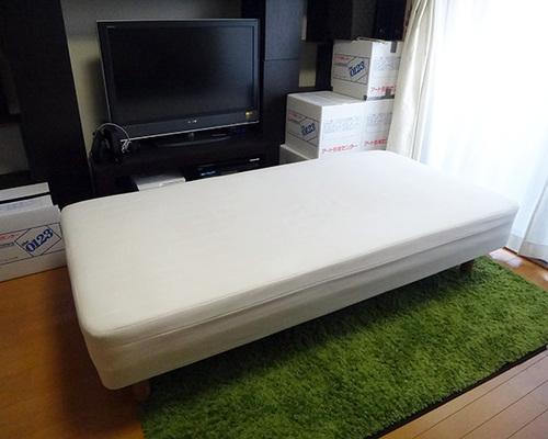 お部屋の雰囲気や使い勝手に合わせて、脚の色や高さを選ぶことができます。床下26cmタイプと床下20cmタイプの場合は、ベッド下に収納ボックスを入れることが可能  ...