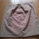 薄茶色のスカート