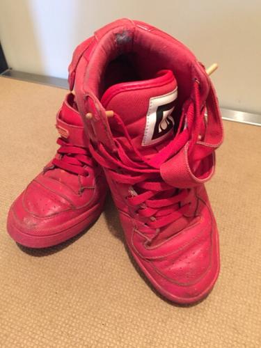 adidas スニーカー 赤 ハイカット