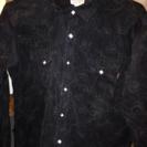 スエード生地調のブラックシャツ