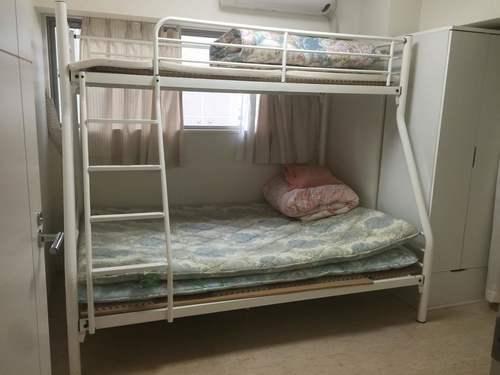 パイプ二段ベッド、上シング下ダブル、ホワイト、お洒落 (ジャスミン