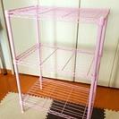ピンクのスチールラック