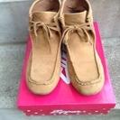 女子中高生向きのハイカットの靴